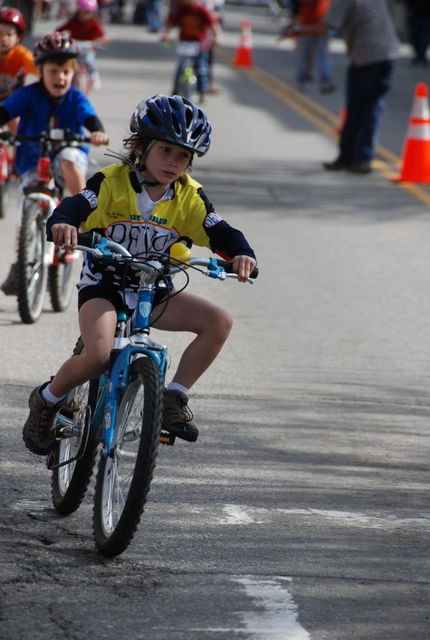 A young jr DEVO rider gets into the corner